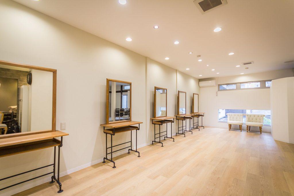 Spinhair Academy 美容室・美容院の新規開業・独立なら「一回で違いがわかる空間デザイン会社」BRIDGE DESIGN WORK'S ブリッジデザインワークスへお任せください 店舗 設計 内装 業者 外装 工事 空間デザイン 広告 集客 求人 人気 ローコスト 物件 激安 リノベーション リフォーム デザイナーズ カフェ 美容室施工 ハイセンス おしゃれ 新店舗 美容師 年収 失敗 成功 給料 儲かる 建築 坪単価 モルタル 求人 口コミ 人気 評判 大阪 京都 奈良 和歌山 神戸