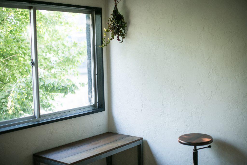 事務所移転のご案内 美容室・美容院の新規開業・独立なら「一回で違いがわかる空間デザイン会社」BRIDGE DESIGN WORK'S ブリッジデザインワークスへお任せください 店舗 設計 内装 業者 外装 工事 空間デザイン 広告 集客 求人 人気 ローコスト 物件 激安 リノベーション リフォーム デザイナーズ カフェ 美容室施工 ハイセンス おしゃれ 新店舗 美容師 年収 失敗 成功 給料 儲かる 建築 坪単価 モルタル 求人 口コミ 人気 評判 大阪 京都 奈良 和歌山 神戸